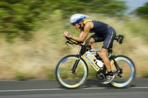 Triathlet am Fahrrad